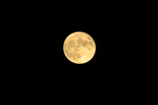 黄色い満月