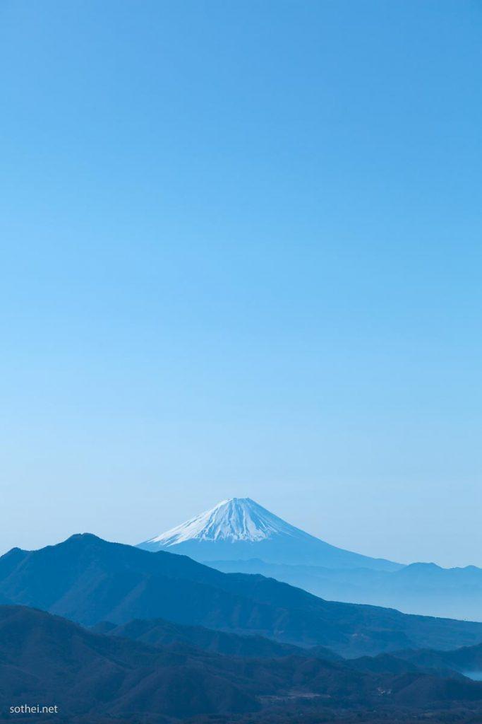 朝の富士山(縦位置)
