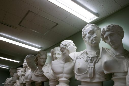 美術教室の石膏像