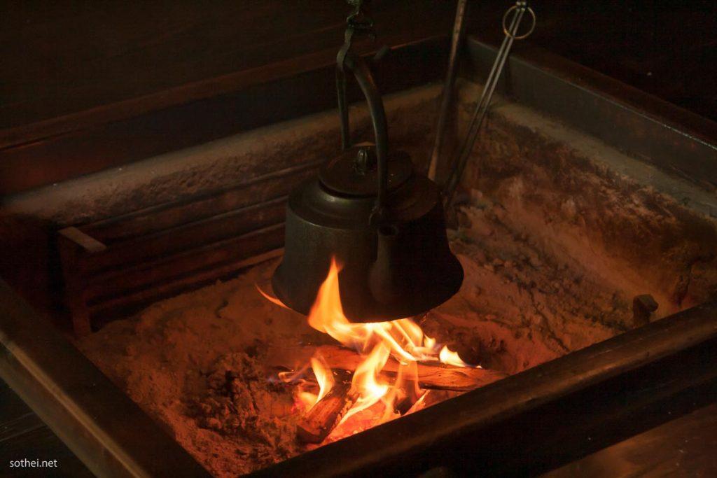 囲炉裏のヤカン