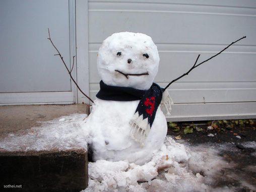 都会の雪だるま