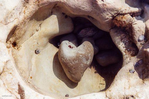 海で見つけたハートの石