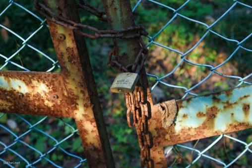 フェンス扉の南京錠