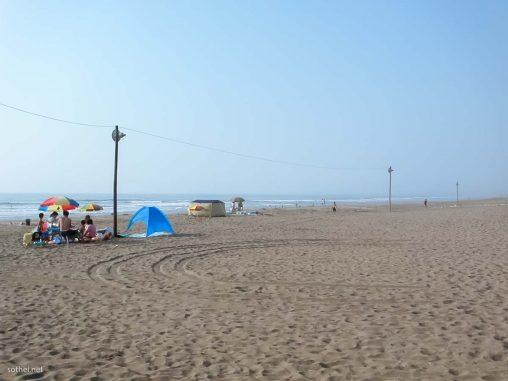 浜辺でバーベキュー
