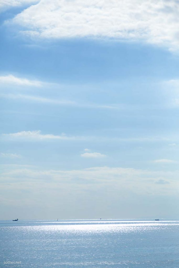 青空と海 縦位置