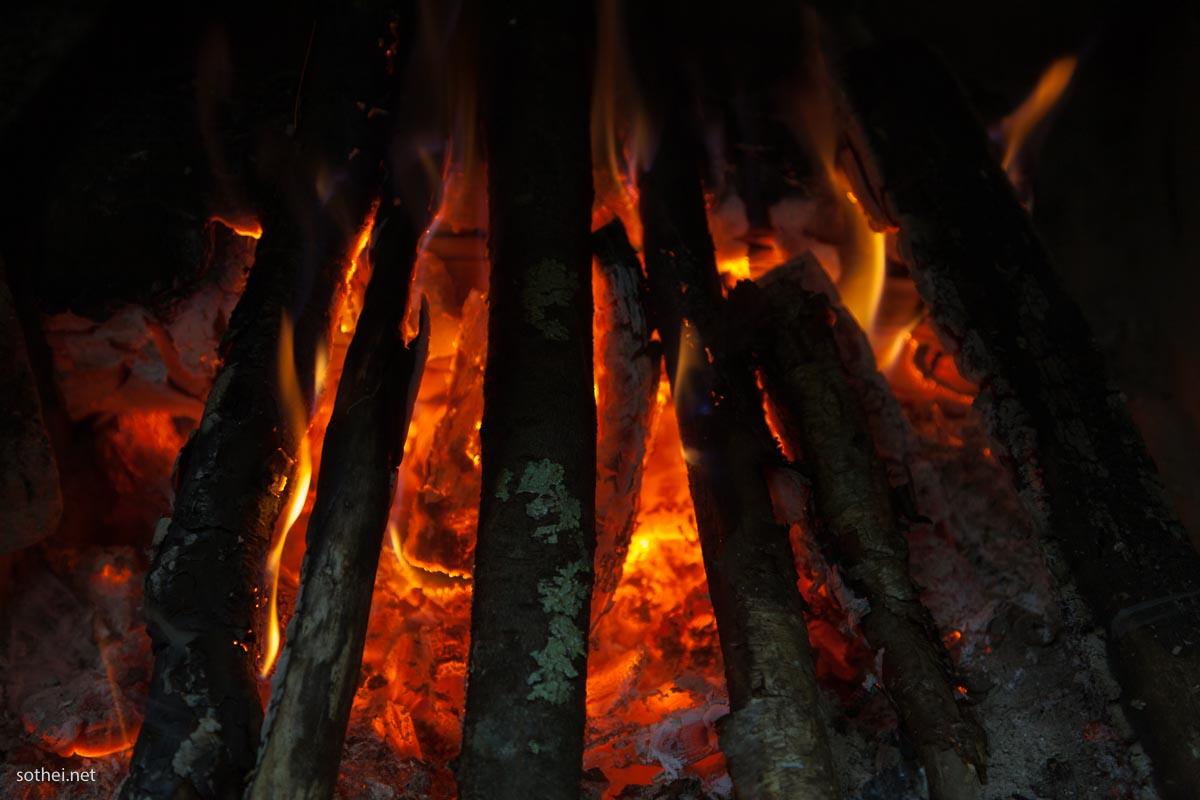 焚き火,キャンプファイア